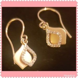 *Stunning* 14K Gold and Diamond Earrings